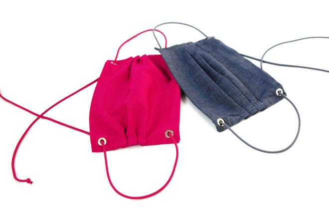 Mund- und Nasenmaske im Jeanslook und in pink mit Nieten und Gummiband zum Binden