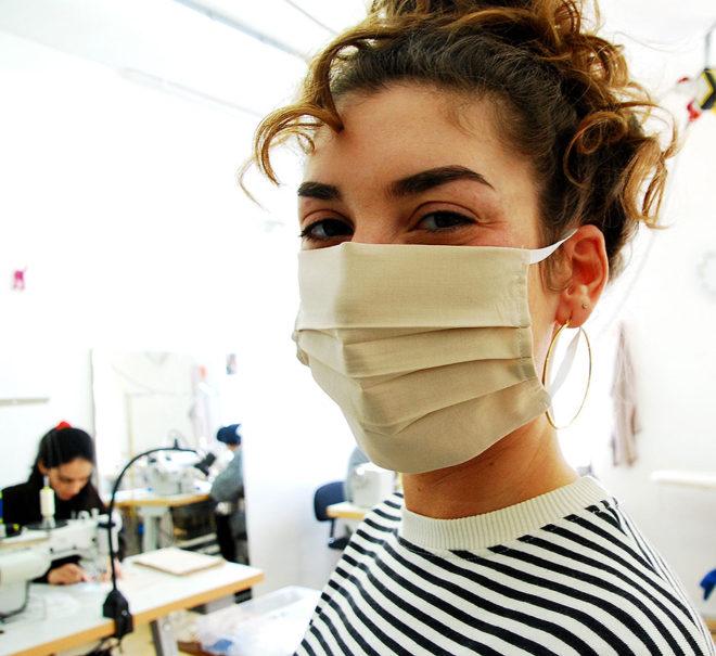 Mund-Nasenmaske aus 100% Baumwolle, kochbar bei 95 Grad Celsius in beige, weiß oder schwarz mit weißem Gummiband