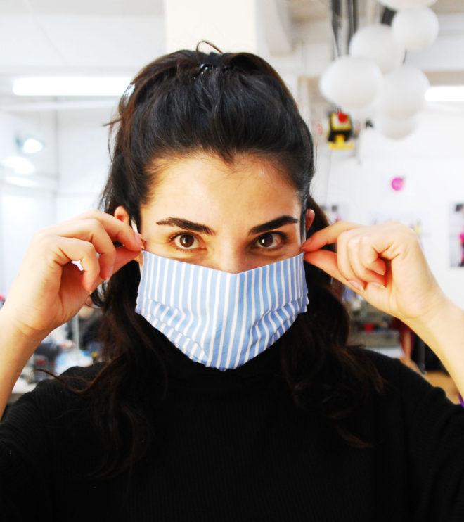 Mund- und Nasenmaske blau-weiß gestreift mit Gummiband