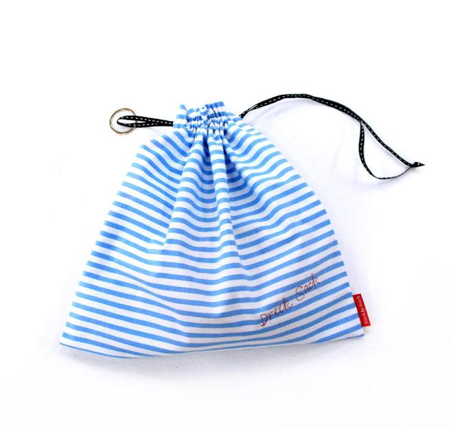 Waschsack aus blau-weiß gestreifter Bio-Baumwolle